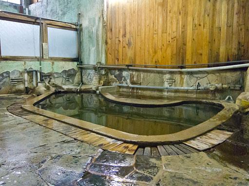 高友旅館の黒湯